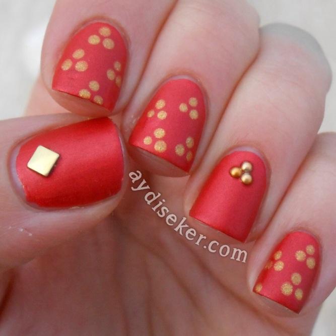 red polish, kırmızı oje, sedefli mat oje, matte shimmer polish, flormar satin matte gs 05 chilli, essence nail art decoration, nail studs, polka dots, metal tırnak süsleri