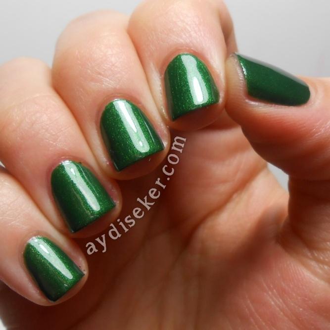 yeşil oje, green polish, koyu yeşil oje, dark green polish